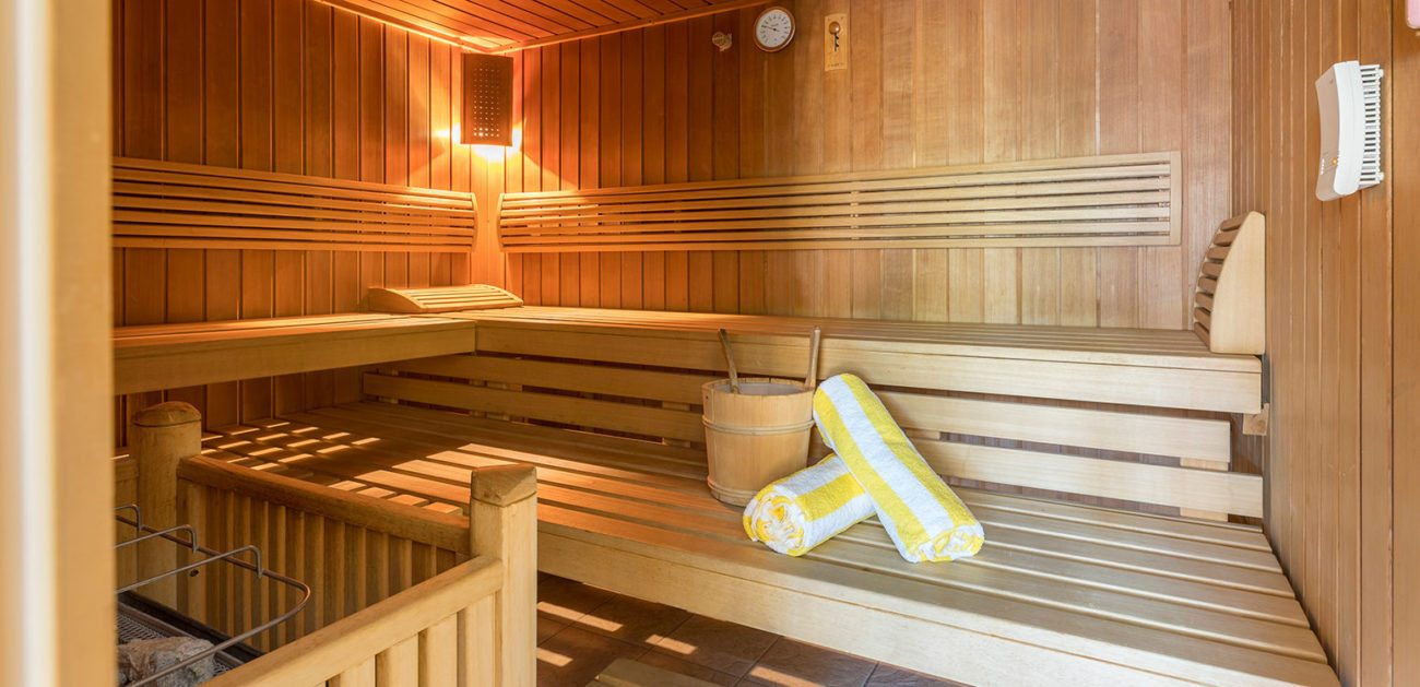 sauna spa wellnesswelt mit sauna im 4 sterne hotel in velden. Black Bedroom Furniture Sets. Home Design Ideas